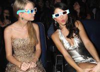 Selena Gomez va Teylor Svift tez-tez kinolarga boradilar va 3D-stakanlarda omma oldida paydo bo'lishga uyalishmaydi