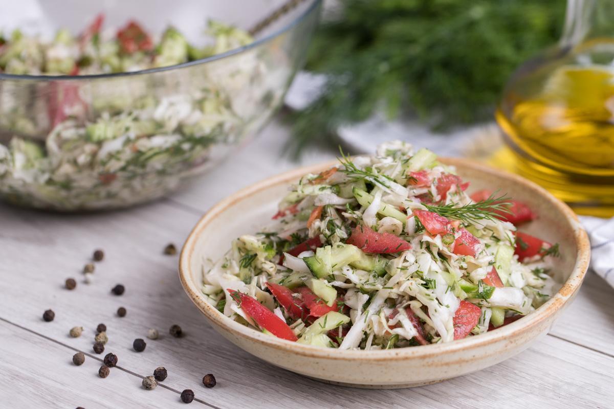 Karam va pomidirli salat